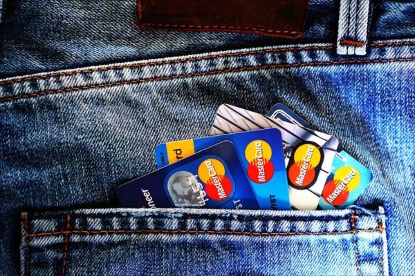 Debit vs Kartu Kredit
